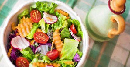 Zdrowe i szybkie jedzenie do pracy – sałatki