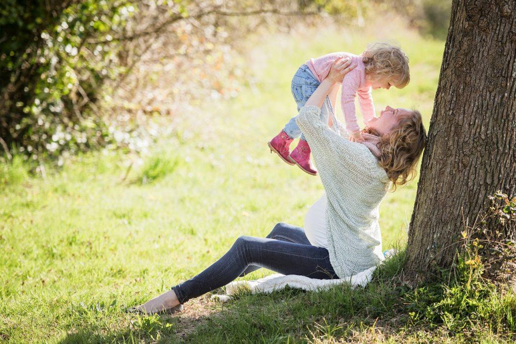 Firmy chcą ułatwić kobietom łączenie zawodowego spełnienia z wychowywaniem dzieci